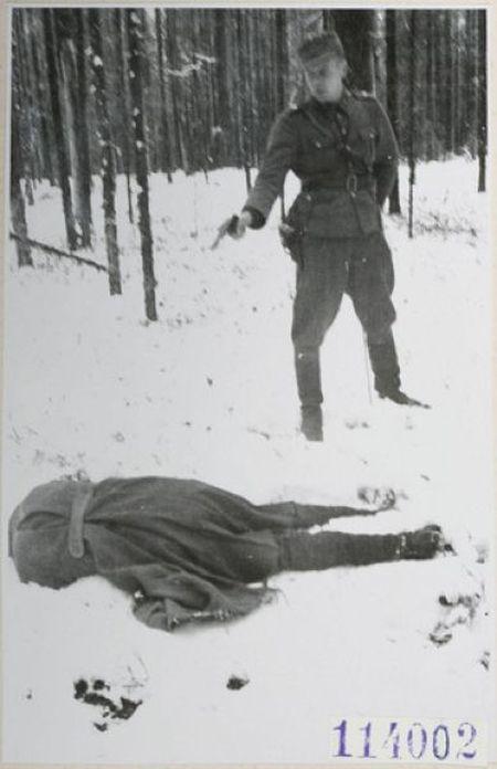 Советский разведчик смотрит в лицо смерти (3 фото)
