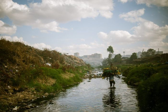 Работа на свалке в Кении (14 фото)