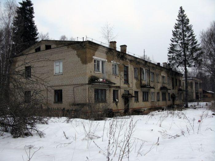 Покинутый военный городок (50 фото)