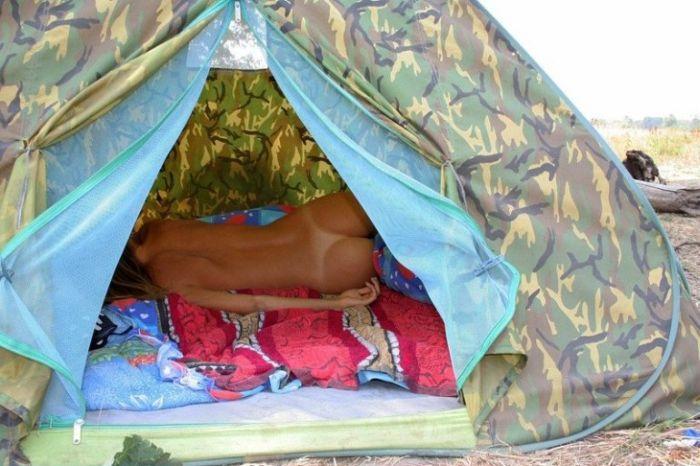 Порно фото в палатке