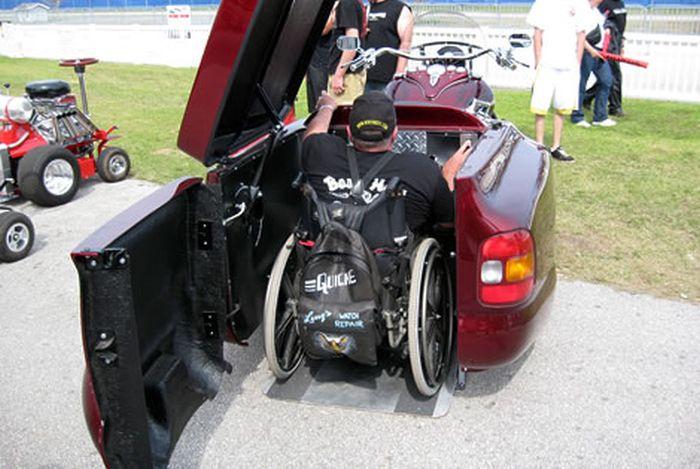 Мотоцикл для людей с ограниченными возможностями (2 фото)