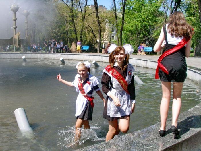 Последний звонок в Луганске (10 фото)
