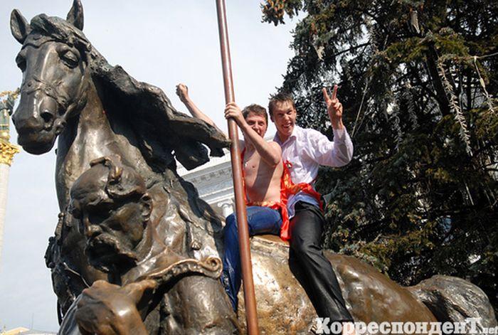 Последний звонок на Площади Независимости (40 фото)