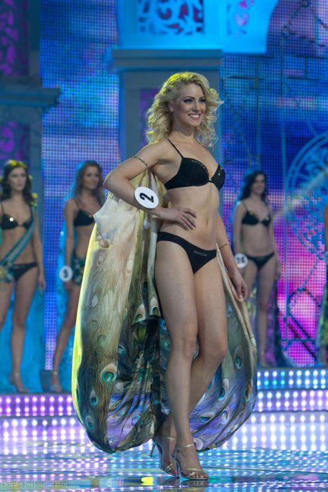 Дефиле в купальниках. Мисс Беларусь 2012 (28 фото)
