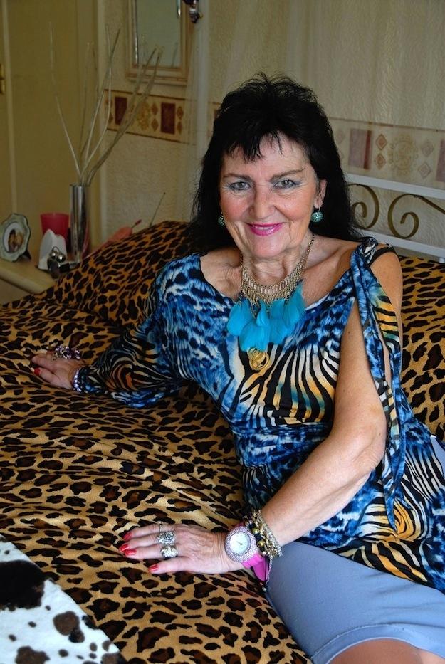 70-летняя девственница (6 фото)