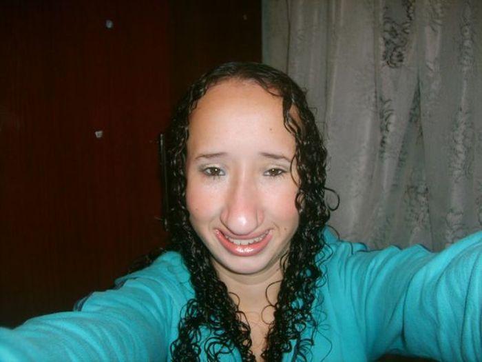 Девушка со странным лицом (8 фото)