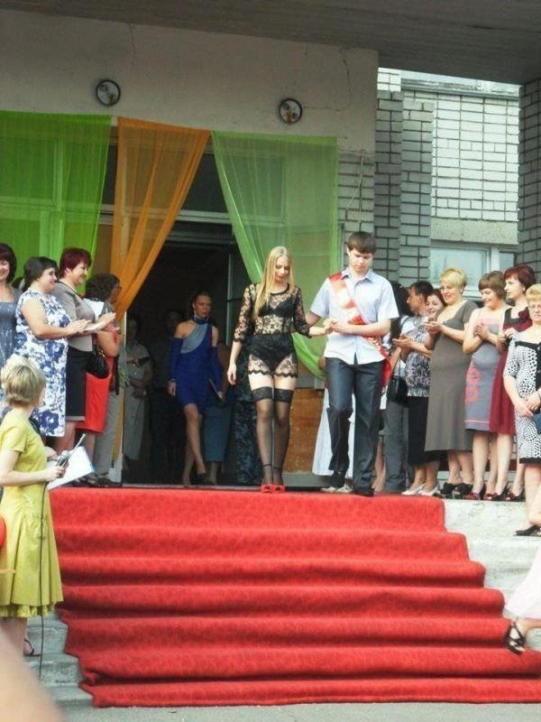 Странное выпускное платье (4 фото)
