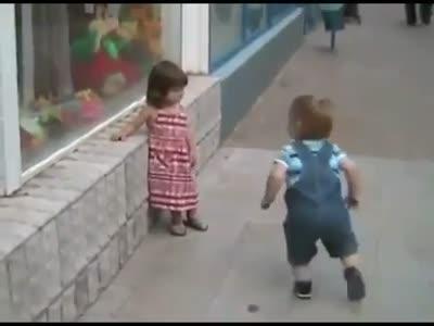 Как мужик к девочке пристаёт видео фото 347-899