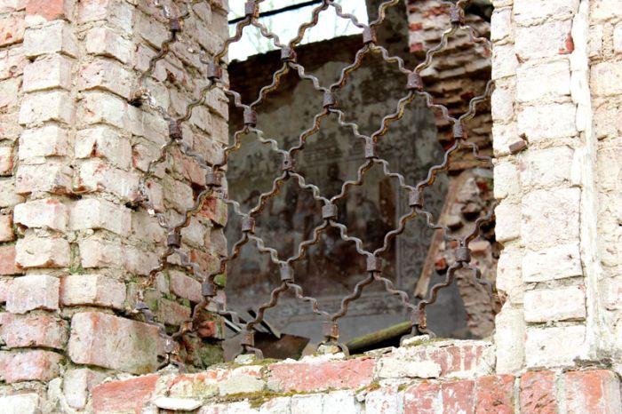 Покинутая церковь в деревне Карпина Гора (43 фото)