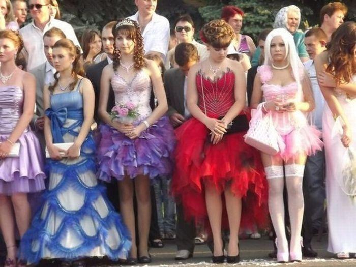 Странное выпускное платье. Часть 2 (6 фото)