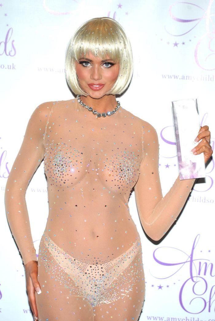 Эми Чайлд в прозрачном платье (15 фото)