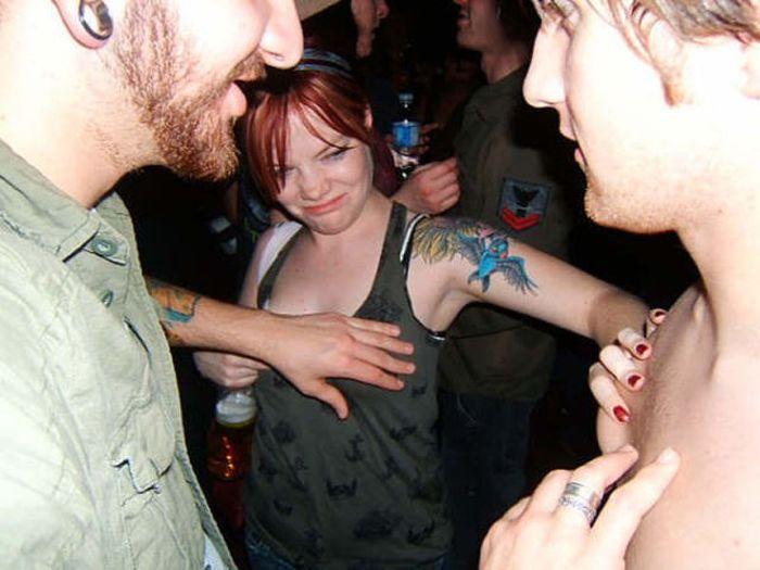 Прикосновение к груди (42 фото)