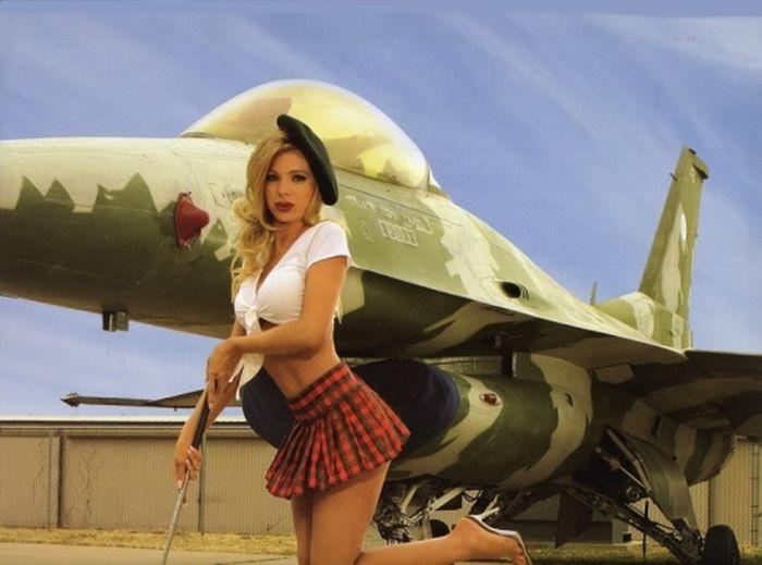 Девушки и самолеты (59 фото)