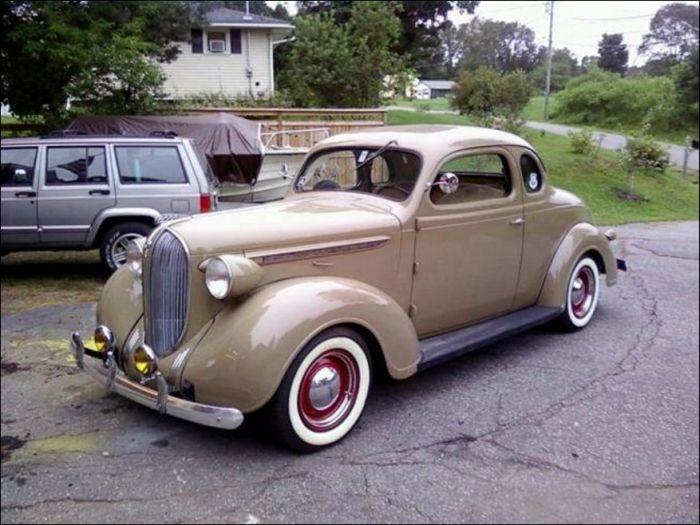 Отреставрированный Plymouth 1938 года (3 фото)