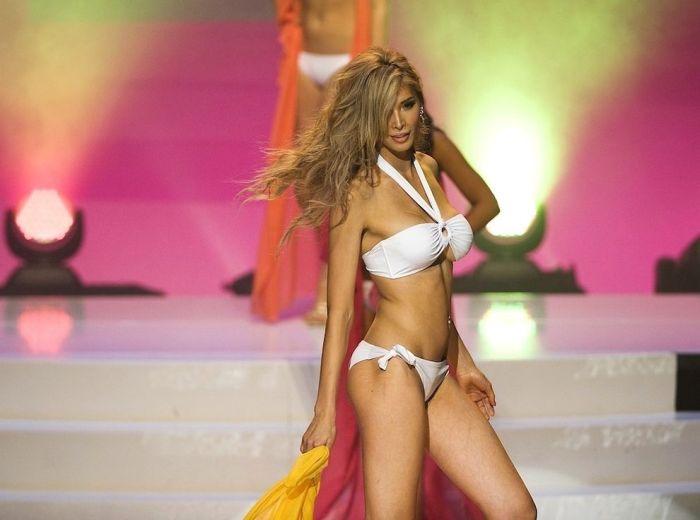 """Второй шанс для дисквалифицированной участницы конкурса """"Мисс Вселенная"""" (15 фото)"""