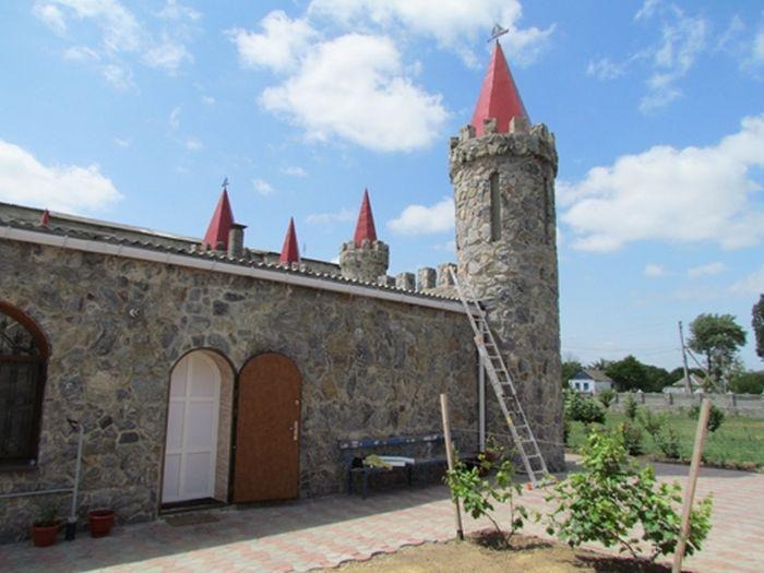 Замок в Акимовке (11 фото)