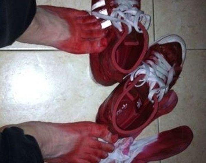 Китайские кроссовки (2 фото)