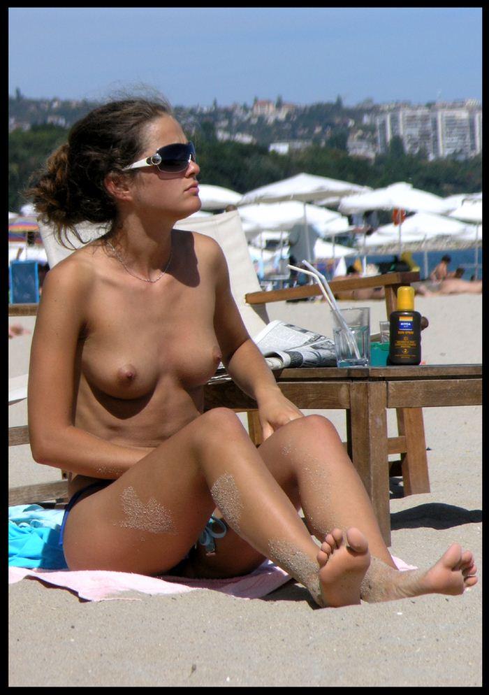 обнаженные девушки на пляже видео
