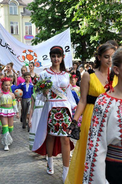 Фото выпускных платьев украины