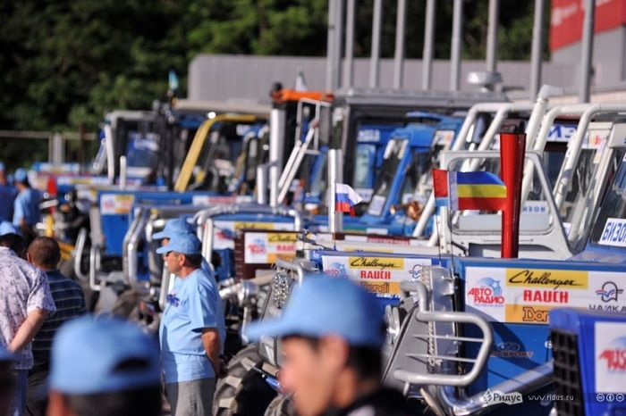 Гонки для настоящих трактористов (22 фото + видео)