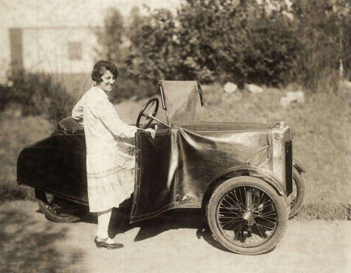 Разборной ретро-автомобиль (4 фото)