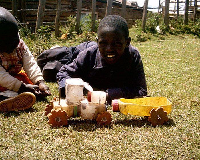 Игрушки детей из Африки (6 фото)
