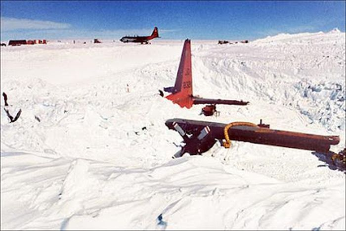 Затерянный самолет (8 фото)