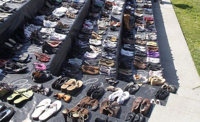 Обувь самоубийц (3 фото)