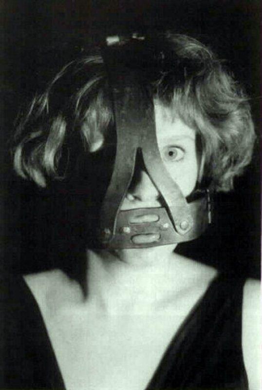 Как заставить женщину помолчать (10 фото)