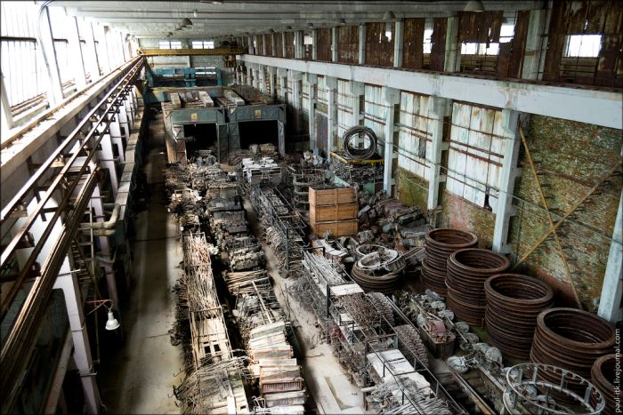 Заброшенный танкоремонтный завод (34 фото)