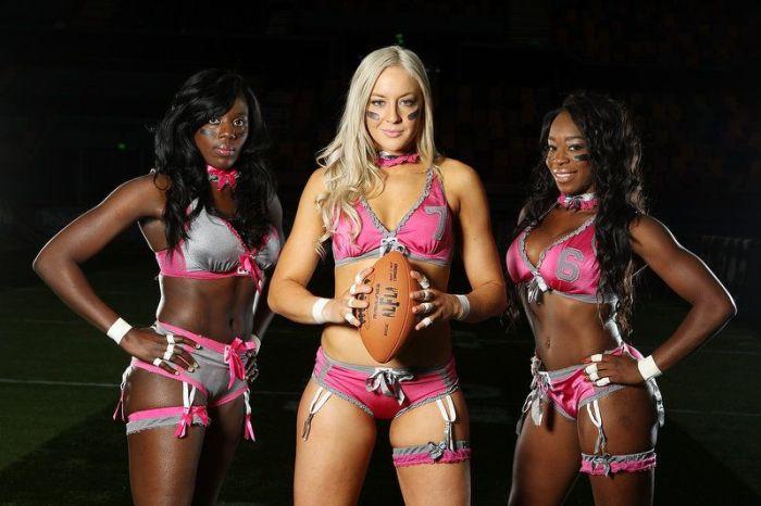 Девушки из американской футбольной лиги Lingerie Football League (18 фото)