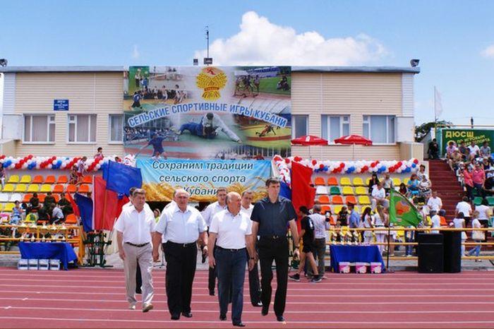 Чиновники посетили стадион при помощи фотошопа (22 фото)