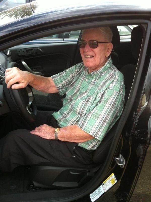Самый опытный водитель (3 фото)