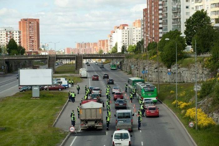 Полицейская акция в Таллине (12 фото)