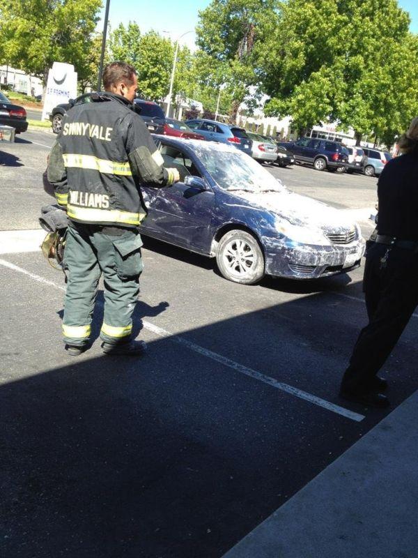 Припарковался прямо в офисе (5 фото)