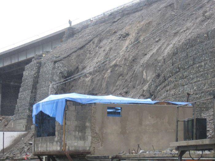 Обрушение габионной стены во Владивостоке (23 фото)