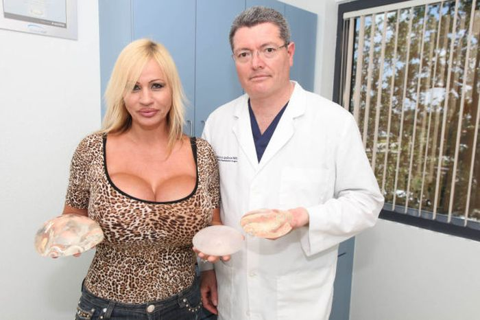 Рекордсменка по размеру груди (14 фото)