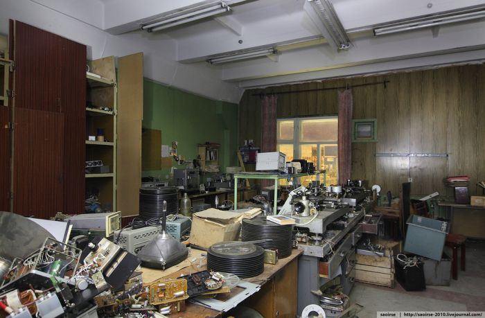 Заброшенное здание НИИ искусственных минералов (43 фото)