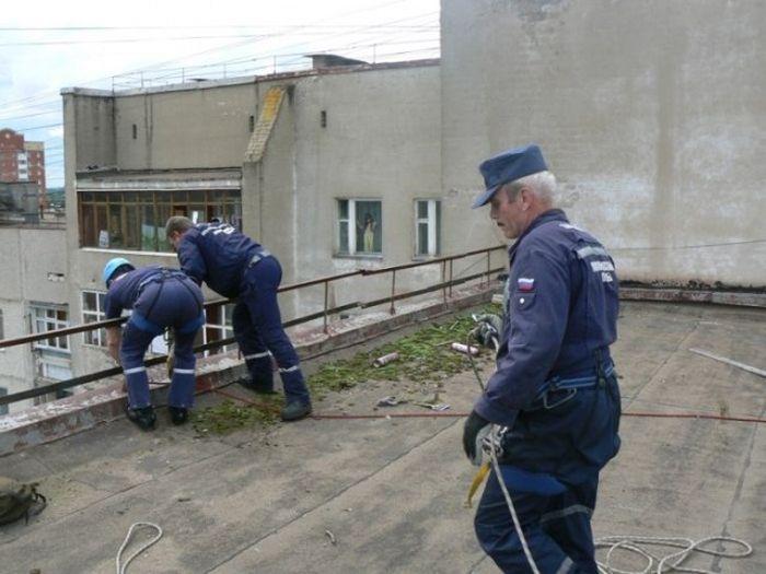 Наши спасатели готовы всегда оказать помощь (5 фото)