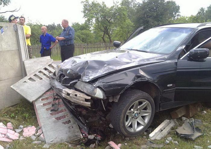 Автомойщики прокатились на чужом BMW 530 (4 фото)