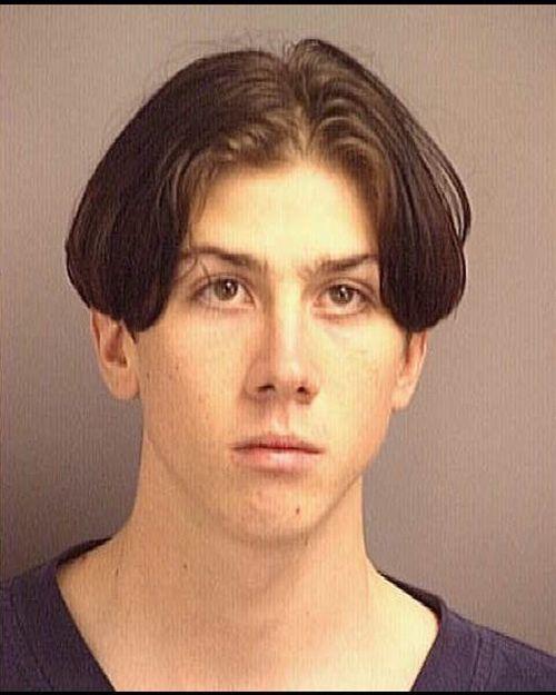 Деградация парня в тюрьме (5 фото)