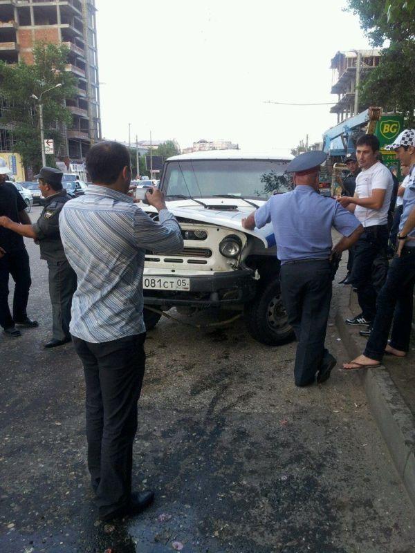 Полицейский УАЗ против Роллс-Ройса (2 фото + видео)