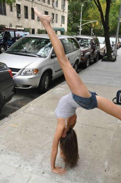 Девушка-шпагат из социальной сети (28 фото)