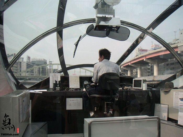 Речной трамвайчик в Японии (12 фото)