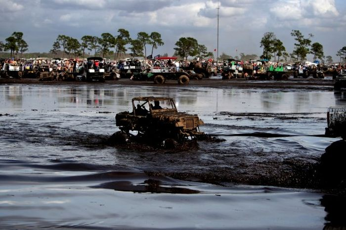 Фестиваль любителей грязи «Okeechobee Mudfest» (38 фото)