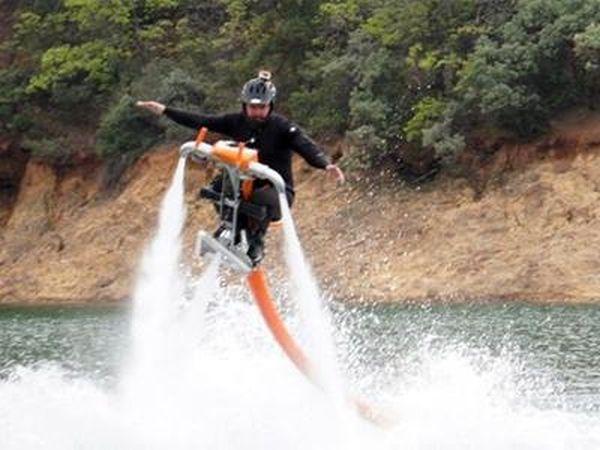 Игрушка для олигархов - летающий водный мотоцикл (6 фото)