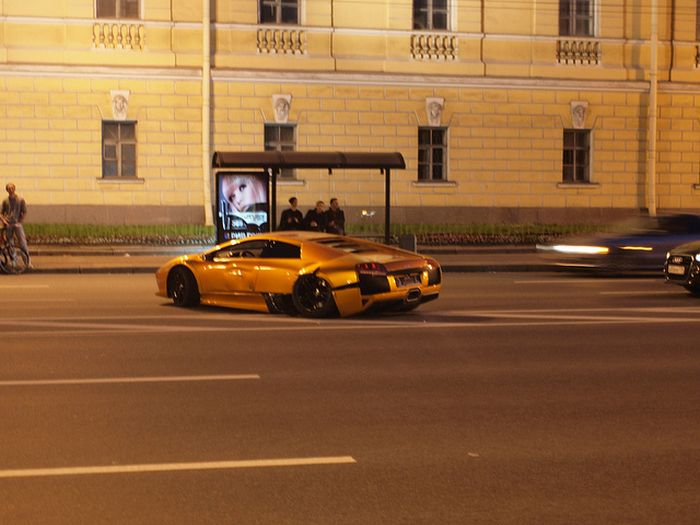 Разбитое Lamborghini (3 фото)