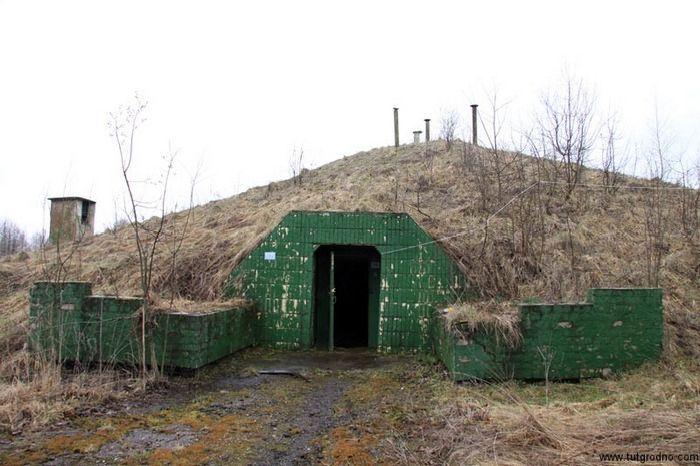 Секретный бункер выставлен на продажу (12 фото)