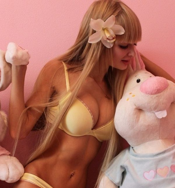 Анжелика Кенова - живая кукла Барби из Москвы (14 фото)