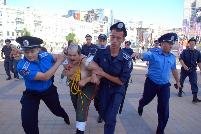 FEMEN против Евро-2012 (33 фото + видео)